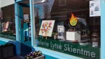 Vijfde expositieseizoen Galerie Lytse Skientme in Koudum van start