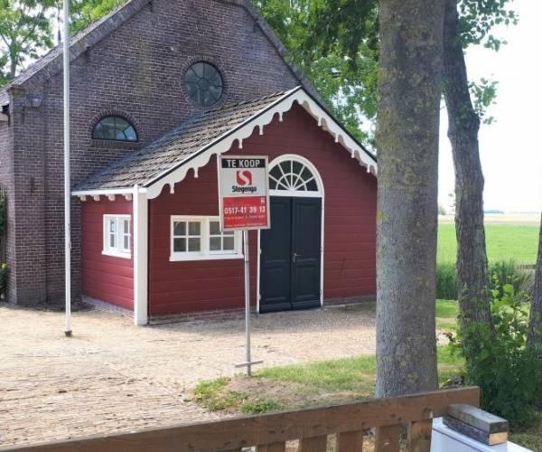 Kerkje Allingawier staat te koop