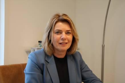 """Burgemeester Jannewietske de Vries: """"Versoepelingen vragen veel verantwoordelijkheid en gezond verstand"""""""