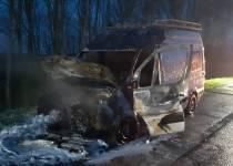 Bestelbus in brand op de A7 bij Nijland