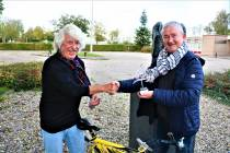 Stichting de Friese Elfsteden Rijwieltocht eert Jan Stienstra: 60 x de tocht volbracht!