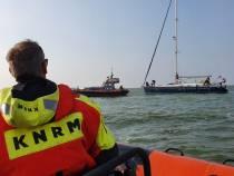 KNRM Hindeloopen in actie voor zeiljacht met motorproblemen