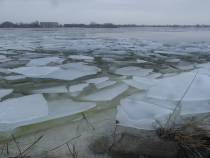 Kruiend ijs bij Makkum