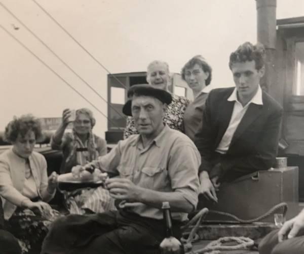 Expositie Eén grote familie, 75 jaar SKS-skûtsjesilen toont unieke foto's van achter de schermen