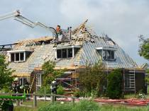 Woonboerderij in Pingjum grotendeels verwoest door brand
