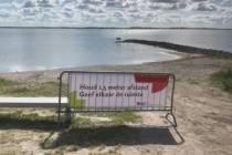 Houd afstand ook op zwemplekken