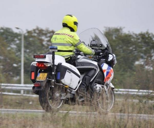 Man rijdt met 230 kilometer per uur over de Afsluitdijk