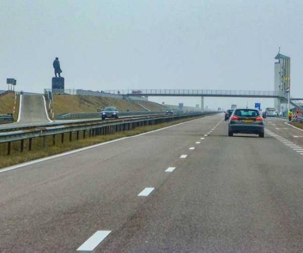 Afsluitdijk hele avond en nacht afgesloten: verkeer moet via Flevoland